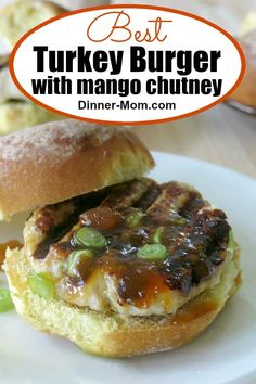 Make these amazing turkey burgers with mango chutney in the oven or on the grill! chutney and cheese add incredible flavor and ensures that the turkey Turkey Burger Sliders, Ground Turkey Burgers, Best Turkey Burgers, Beef Burgers, Veggie Burgers, Vegetarian Barbecue, Vegetarian Dinners, Vegetarian Cooking, Vegetarian Recipes