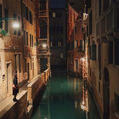 VENICE, ITALY. { Empty City } 3/3 • Slow walking along the Venetian labyrinth of beauty. #whatitalyis