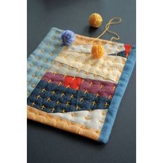 This looks like a scrap potholder to me, and looks very easy to make ... so I think I will.