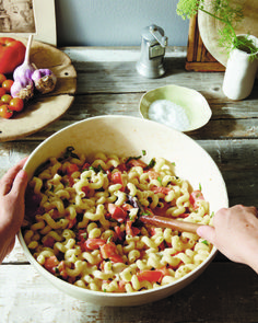 Summer Pasta With Tomatoes and Brie