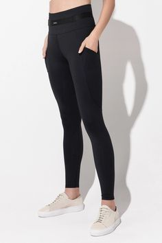 Daquini Bossa Pocket Leggings in Black – Daquïni Activewear French Fabric, Workout Session, Bra Tops, Bra Sizes, Black Leggings, Perfect Fit, Tees, Shirts, Active Wear