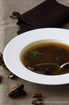 Świąteczna zupa grzybowa | White Plate
