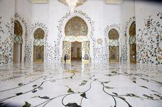 INTERIOR OF SHEIKH ZAYED GRAND MOSQUE  ABU DHABI, UNITED ARAB EMIRATES