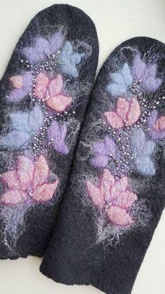 Купить или заказать Варежки валяные 'Туманная нежность'. в интернет-магазине на Ярмарке Мастеров. Варежки сваляны из мягкой, тонкой, итальянской шерсти мериноса. Плотные, не колючие и мягкие. Выполнены в технике мокрого валяния. В оформлении использовались волокна вискозы и шёлка. Расшиты бисером. Очень нарядные варежки украсят Ваши ручки и защитят их от холодов. Замечательный подарок. Неповторимая, эксклюзивная вещь! Выполняю все работы в единственном экземпляре.