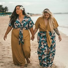 summer outfits plus size Hawaii Outfits, Beach Vacation Outfits, Summer Outfits, Plus Size Bikini Bottoms, Women's Plus Size Swimwear, Looks Plus Size, Look Plus, Hawaiian Summer Dresses, Plus Size Beach Outfits