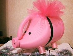 What better way to teach your kids about money management than by giving them a piggy bank? Here are some creative piggy banks your kids will love. These piggy banks will serve as a teaching tool for fiscal responsibility. Recycled Art Projects, Recycled Crafts, Plastic Bottle Crafts, Recycle Plastic Bottles, Piggy Bank Craft, Plastik Recycling, Diy For Kids, Crafts For Kids, Bleach Bottle