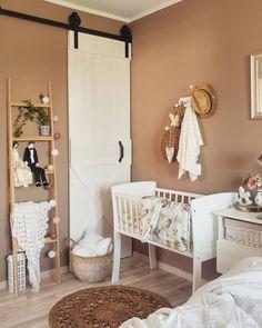 Kołyska - mini-łóżeczko to niezwykle stylowe miejsce snu dziecka w pokoju rodziców przez pierwsze miesiące jego życia. Niewielkie rozmiary pozwalają zmieścić kołyskę nawet w niedużej sypialni lub dostawić do łóżka rodziców, dzięki czemu dziecko łatwiej zasypia. Dzięki swej stabilnej konstrukcji jest bardzo bezpieczna. Cribs, Toddler Bed, Entryway, Furniture, Home Decor, Cots, Child Bed, Entrance, Decoration Home