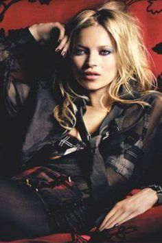 If there is two word's to sum up one of my favorite Fashion Icon's of all time Kate Moss it would be Mix Master! Kate Moss is brilliant wh. Moss Fashion, Rare Fashion, Fashion Models, Kate Moss, Miss Moss, Bad Gal, Rock Chic, Style Icons, Supermodels