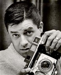 Todays ber-cool, ber-talented celebrity with an ber-cool Polaroid camera: JERRY LEWIS Jerry Lewis, Robert Frank, Iconic Movies, Old Movies, Vintage Hollywood, Classic Hollywood, Por Tras Das Cameras, Classic Camera, Photo Vintage