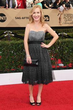 Actress Angela Kinsey was a total vision in a strapless dark ombre dress that hit just below her knees. (Photo by Alberto E. Rodriguez/Getty Images)  via @AOL_Lifestyle Read more: https://www.aol.com/article/entertainment/2017/01/29/sag-awards-2017-red-carpet-arrivals/21702677/?a_dgi=aolshare_pinterest#fullscreen