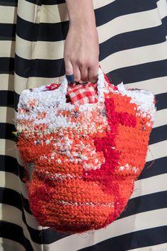 Daniela Gregis at Milan Fashion Week Spring 2018 - Details Runway Photos Diy Fashion Show, New Fashion Trends, Knit Fashion, Milan Fashion, Street Fashion, Fashion News, Knit Basket, Crochet Purses, Knitted Bags