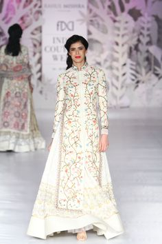 Complete collection: Rahul Mishra at India Couture Week 2017 India Fashion, Ethnic Fashion, Asian Fashion, Pakistani Dresses, Indian Dresses, Indian Outfits, Indian Attire, Indian Wear, Indian Designer Outfits
