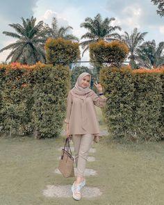 New fstylish and fashionable hijab fashion for teensolder 9 60 ideas style hijab casual rok style Long Dress Fashion, Modern Hijab Fashion, Muslim Fashion, Fashion Outfits, Stylish Outfits, High Street Fashion, Street Hijab Fashion, Hijab Casual, Hijab Chic