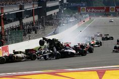 Dopo l'incredibile incidente provocato da Grosjean, vince Jenson Button. http://www.nuvolari.tv/formula-1/formula-1-a-spa-vince-jenson-button
