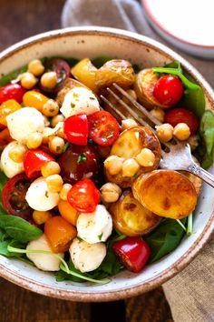 ) - Kochkarussell Potato chickpeas power bowl with Healthy Bowl, Healthy Meal Prep, Healthy Breakfast Recipes, Healthy Dinner Recipes, Healthy Snacks, Vegetarian Recipes, Power Bowl, Chicken Meal Prep, Meal Prep Bowls