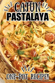 One Pot Cajun Pastalaya - A Jambalaya Pasta - This traditional cajun dish is reinvented in yummy pasta form! It's an easy one pot meal with few ingredients you have to try soon! Cajun Dishes, Rice Dishes, Food Dishes, Jambalaya, Cajun Recipes, Cooking Recipes, Pan Cooking, Recipe Collector, Fettuccine Pasta