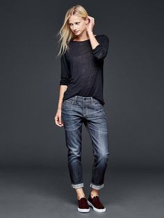 50 manieren om jeans te dragen Jeans, sweater and sneakers outfit what to wear with baggy Casual Fall Outfits TSpring outfits in schwa Mode Outfits, Jean Outfits, Fall Outfits, Casual Outfits, Fashion Outfits, Sneakers Fashion, Gap Outfits Women, Clothes Women, Women's Clothes