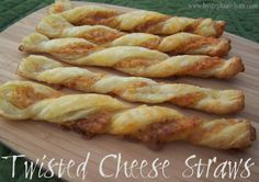 Twisted Cheese Straws made with pastry dough Puff Pastry Dough, Frozen Puff Pastry, Cheese Straws, Dough Recipe, Easy Snacks, A Table, Yummy Food, Tasty, Fun Food