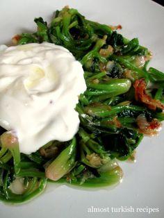 Almost Turkish Recipes: Spinach Stem Salad (Ispanak Kökü Salatası) Yummy Vegetable Recipes, Spinach Recipes, Salad Recipes, Healthy Recipes, Easy Recipes, Turkish Mezze, Turkish Salad, Food Meaning, Gastronomia