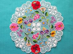 Красная нить – вышивка и рукоделие Chain Stitch Embroidery, Learn Embroidery, Embroidery Stitches, Embroidery Patterns, Hand Embroidery, Stitch Head, Last Stitch, Braided Line, Hungarian Embroidery