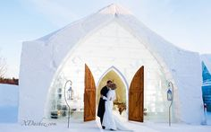 A gorgeous scene for a winter wedding. By Xavier Dachez Photography. #weddingphotography #winterweddings