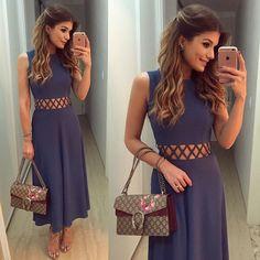 {Midi} Vestido @raizzoficial já do #previewverao17 da marca que chega nas lojas semana que vem! E o tanto que esse comprimento deixa a mulher chique, elegante?! Eu AMO!  • #lookdodia #lookoftheday #ootd #selfie #blogtrendalert