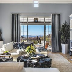 Nods To California Infuse This Silverleaf Abode