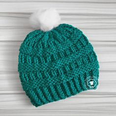 Cole is the perfect winter hat; form-fitting with lots of textured fabric. Made with super bulky yarn this free hat pattern can be knit over and over again in no time at all. Its also incredibly warm and comforting on a cold cold day. Beanie Knitting Patterns Free, Knit Beanie Pattern, Baby Hat Patterns, Baby Hats Knitting, Loom Knitting, Free Knitting, Knitted Hats, Knit Or Crochet, Crochet Hats