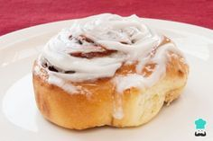 Overnight Cinnamon Rolls with Cream Cheese Frosting Recipe Overnight Cinnamon Rolls, Cinnabon Cinnamon Rolls, Cinnamom Rolls, Delicious Desserts, Dessert Recipes, Pan Dulce, Bread Machine Recipes, Sweet Recipes, Paleo Recipes