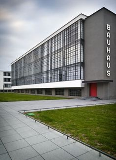The Bauhaus School at Dessau Architect: Walter Gropius (Credit: Thomas Lewandovski) Walter Gropius, Le Corbusier, Amazing Architecture, Art And Architecture, Classical Architecture, Minimalist Architecture, Bauhaus Building, Design Bauhaus, Bauhaus Art
