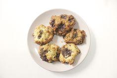 Cookies baunilha com gotas de chocolate.