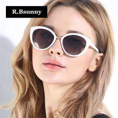 R  51.23 52% de desconto Aliexpress.com  Compre R. Bsunny 2018 Nova Marca  de Moda Olho de Gato Óculos De Sol Das Mulheres Branco Quadro Gradiente  Óculos de ... a853c3a6de