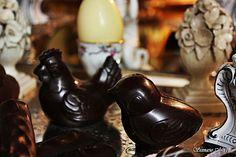 La Pasqua di Tortapistocchi. Galline e pulcini di cioccolato  di cioccolato fondente. www.tortapistocchi.it