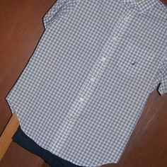 006 Camisa Nautica - Pantalón Perry Ellis.