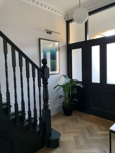 Entrance Hall Decor, Decoration Hall, House Entrance, Edwardian Staircase, Edwardian Hallway, Edwardian House, Modern Victorian Homes, Victorian House Interiors, Black Staircase