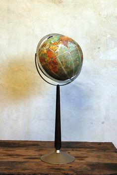 1960s Vintage World Globe // Around the World van 86home op Etsy
