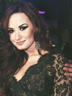 Vote na Demi Lovato como a mulher mais sexy de 2013! apertem no link e votem  http://www.maxim.com/hot100/2013/vote