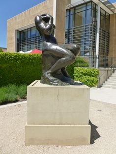 A Stanford, Californie : Cybèle, ou Femme assise, dans le jardin des sculptures du Cantor Arts Center, Université Stanford.