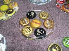 DIY beer cap coasters good use for all my beer caps! Bottle Cap Coasters, Diy Coasters, Homemade Coasters, Glass Coasters, Cute Crafts, Crafts To Do, Diy Crafts, Resin Crafts, Bottle Cap Art