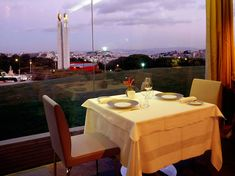 This refined restaurant with Lisbon's finest panoramic view sits on an unobstructed and calm spot. With the Parque Eduardo VII at its feet, you can sense all of Lisbon's charm. Visit Lisboa, Tourist Office, Michelin Star, Lisbon, Trip Advisor, Restaurants, Table Decorations, Stars, Sterne