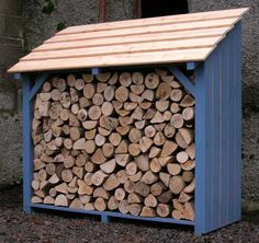 Wood log store northern ireland, yep slope roof away from the back of the shed Outdoor Firewood Rack, Firewood Shed, Firewood Storage, Outdoor Storage, Stacking Firewood, Mini Shed, Log Shed, Wood Storage Sheds, Storage Rack
