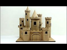 how to make a cardboard story cas . Cardboard Houses For Kids, Cardboard Box Crafts, Cardboard Castle, Paper Houses, Cardboard Sculpture, Castle Crafts, Popsicle Stick Houses, Castle Project, Flur Design