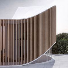 Use vertical exterior facade that you can see through but set on diagonal that blocks bad view House O by Penda Wood Architecture, Organic Architecture, Contemporary Architecture, Architecture Details, Residential Architecture, Pavilion Architecture, Curve Building, Building Design, Facade Design