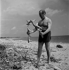 Joan Miro on the beach collecting objects for his sculptures. Foundation Ernst Scheidegger Archive