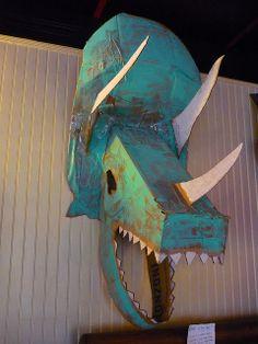 Amazing cardboard dinosaur head - this would be such a cool decoration to greet guests as they come in! Dinosaur Projects, Dinosaur Crafts, Cardboard Sculpture, Cardboard Art, Dinosaur Display, Ideas Decoracion Cumpleaños, Cardboard Costume, Dinosaur Head, Dinosaur Birthday Party