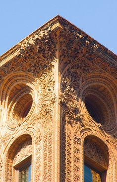 The intricate design at the top of Louis Sullivan's Guaranty Building, downtown Buffalo, N. Baroque Architecture, Classical Architecture, Facade Architecture, School Architecture, Amazing Architecture, Art Nouveau Arquitectura, Louis Sullivan, Art Nouveau Furniture, Architecture