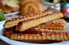 Saratele cu branza reteta strabunicii Buia | Savori Urbane Puff Pastry Recipes, Romanian Food, Frugal Meals, Hot Dog Buns, Apple Pie, Crackers, Delish, French Toast, Recipies