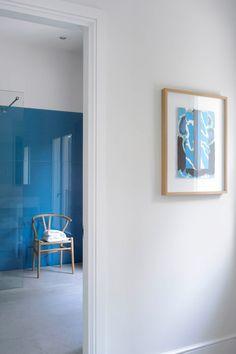 Mallorca home, blue backpainted glass wall in bathroom, Wishbone chair, by Louis Laplace, designer Rustic Bathroom Shelves, Modern Bathroom Tile, Contemporary Bathroom Designs, Tiny House Bathroom, Bathroom Interior Design, Villa, Beautiful Bathrooms, Decoration, Form