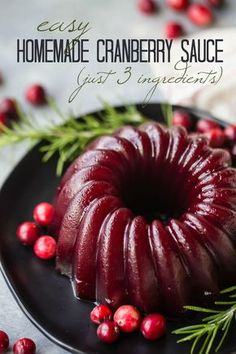 Homemade Cranberry Sauce: so easy to make from scratch! Make it chunky or smooth… Homemade Cranberry Sauce: so easy to Best Thanksgiving Recipes, Thanksgiving Appetizers, Holiday Recipes, Traditional Thanksgiving Recipes, Thanksgiving Cranberry Sauce, Cranberry Recipes Healthy, Cranberry Recipes Thanksgiving, Thanksgiving Meal, Best Cranberry Sauce