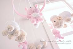 Hey, diesen tollen Etsy-Artikel fand ich bei http://www.etsy.com/listing/103273671/pink-bunnies-and-lambs-baby-mobile-made
